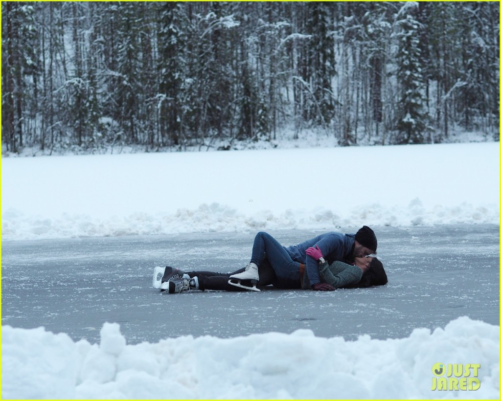 This doesn't look like platonic ice lovin' to me (Nick on Raven)
